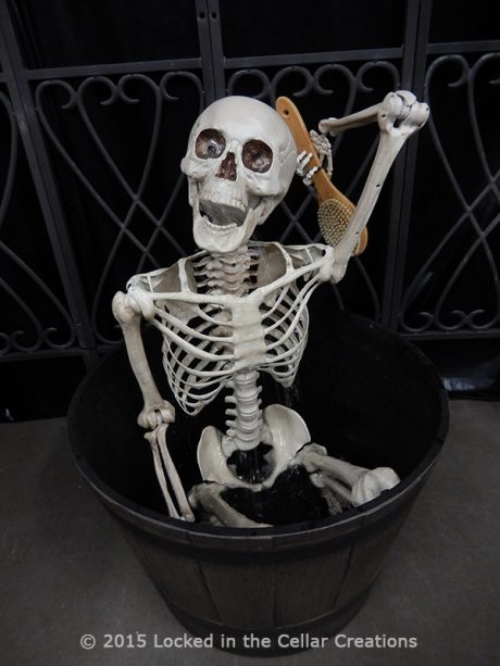 """Skeleton in a tub """"Clean To The Bone"""" Fountain"""